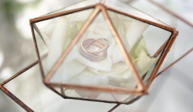 engagement ring tray decoration