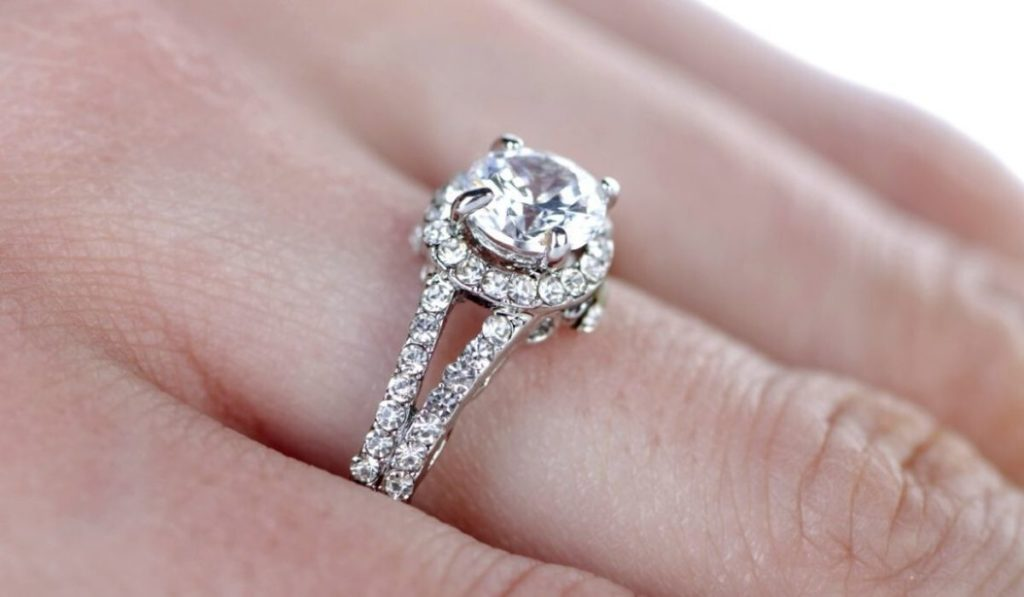 what is halo engagement ring