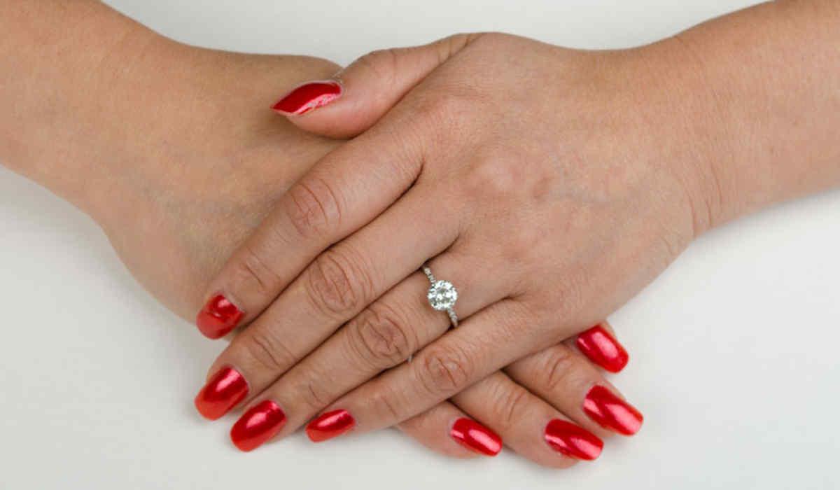 Engagement ring for slim fingers